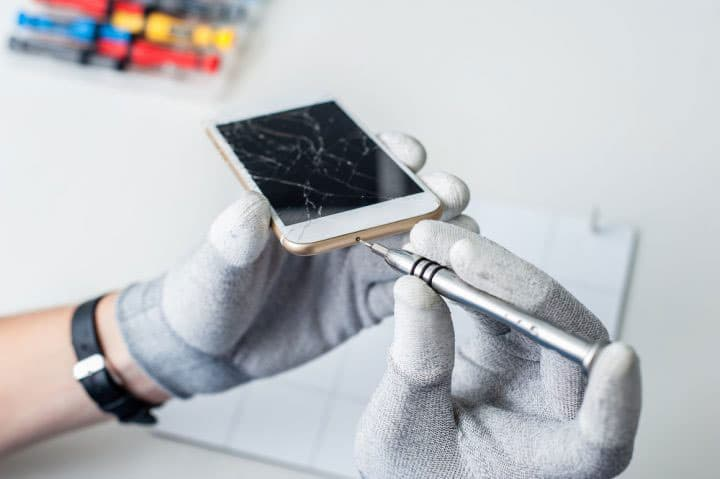 A Cracked Phone Screen is NOT a DIY Phone Repair Project