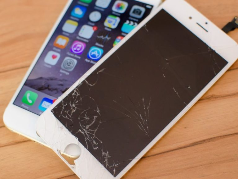 The Dreaded Cracked iPhone Screen: Repair or Replace?